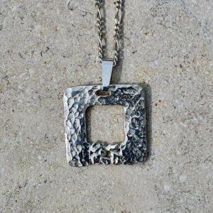 Hope - pendentif martelé carré